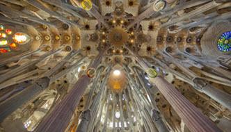 Sagrada Familia Basilik binnen plafond